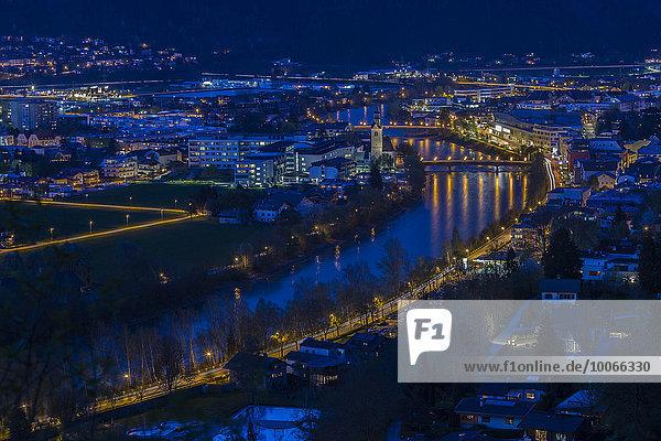 Ortsansicht  Nachtaufnahme  Schwaz  Tirol  Österreich  Europa