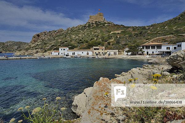 Hafen und Burg von Cabrera  Parque Nacional de Cabrera  Cabrera-Nationalpark  Cabrera-Archipel  Mallorca  Balearen  Spanien  Europa
