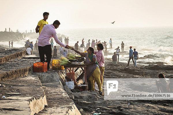 Essensstand  Strandpromenade Bandra  Mumbai  Maharashtra  Indien  Asien