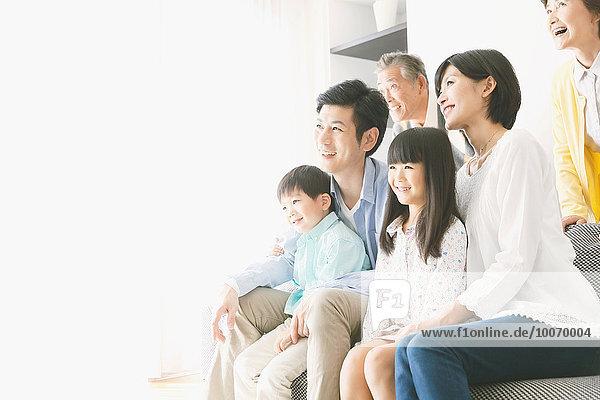 Couch Zimmer Mehrgenerationen Familie Wohnzimmer japanisch
