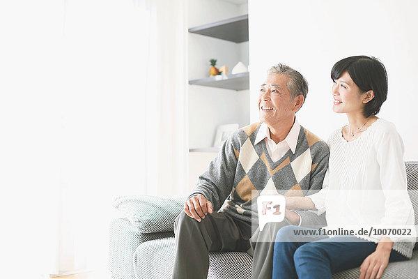 Senior Senioren Couch Tochter japanisch