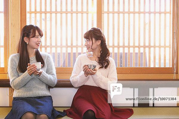 Frau Fröhlichkeit grün jung japanisch Tee