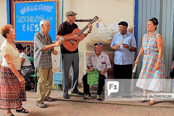 Senior Senioren Frau Mann Entertainment Musiker geselliges Beisammensein Gast Staatsbürger Verein Kuba