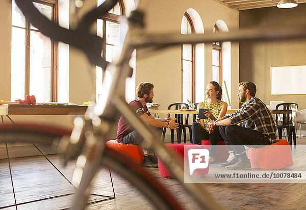 Mensch,Kreativität,Büro,Menschen,Geschäftsbesprechung,Besuch,Treffen,trifft,Tablet PC,Business