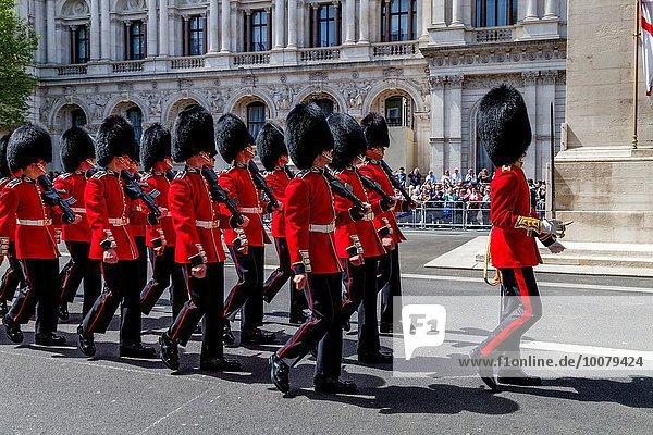 Denkmal Anschnitt Tag Fest festlich London Hauptstadt Nostalgie Krieg Jubiläum Wachmann Ehrenmal England März Whitehall