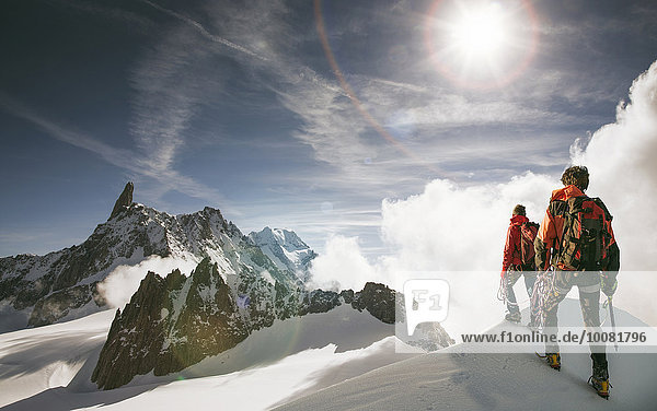 stehend Montblanc Mont Blanc Europäer Berg Schnee hoch oben wandern Alpen