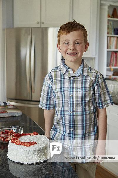 stehend Europäer Junge - Person Küche Kuchen