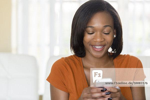 Handy benutzen Frau mischen Mixed
