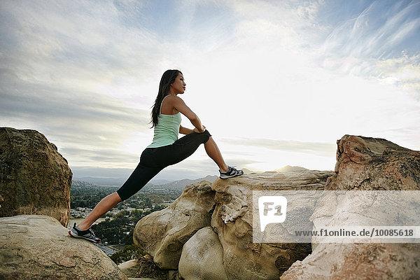 Frau Felsen strecken Berggipfel Gipfel Spitze Spitzen vietnamesisch