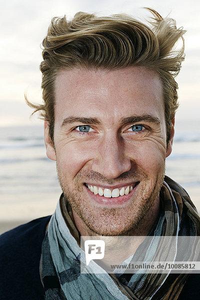 Europäer Mann lächeln Strand