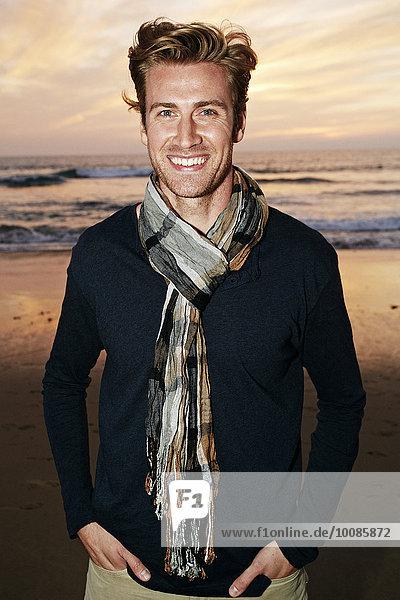 stehend Europäer Mann lächeln Strand stehend,Europäer,Mann,lächeln,Strand