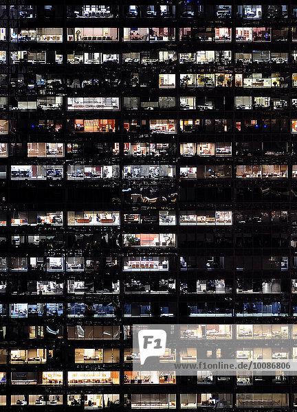 Fenster Nacht Gebäude Hochhaus voll