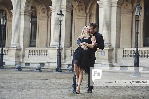 Europäer tanzen Innenhof Hof