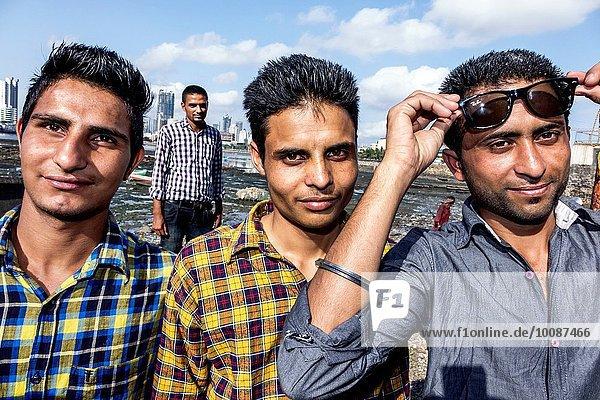 Mann Freundschaft Damm Sonnenbrille Bombay Arabisches Meer Indien Moschee
