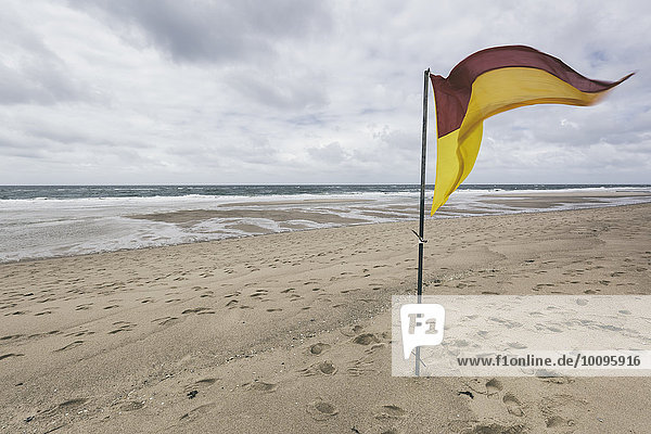 Flagge am Strand  Rantum  Sylt  Schleswig-Holstein  Deutschland  Europa