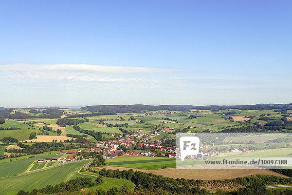 Ausblick von der Burgruine Haus Murach auf Niedermurach  Oberpfalz  Bayern  Deutschland  Europa