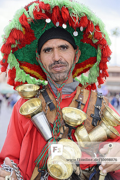 Wasserverkäufer  Djemaa el Fna  Platz der Gehenkten  Gauklerplatz  Marrakesch  Marokko  Afrika