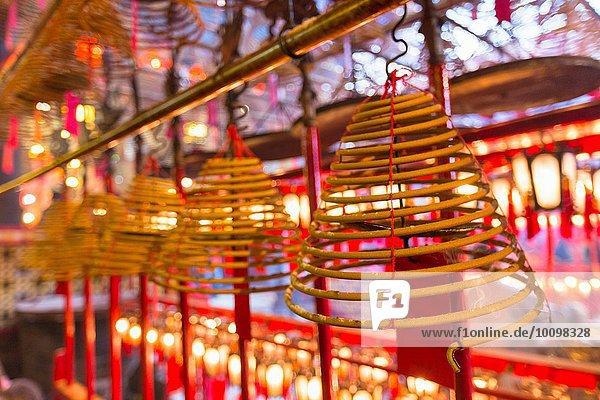 Räucherstäbchen im Man Mo Tempel  Hongkong  China