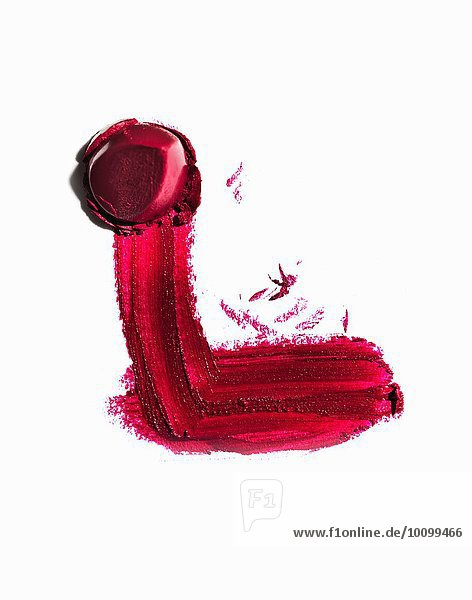 Auszug aus einem Stück rotem Lippenstift und Schmiere