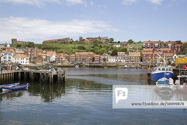 Hafen von Whitby  Yorkshire  England  Großbritannien  Europa