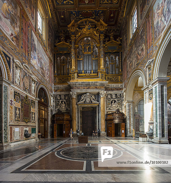 Innenansicht  Päpstliche Erzbasilika San Giovanni in Laterano  auch Lateranbasilika  Rom  Latium  Italien  Europa