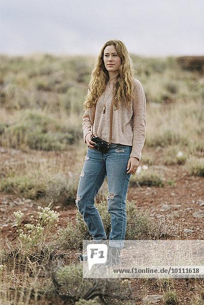 stehend Frau Wüste