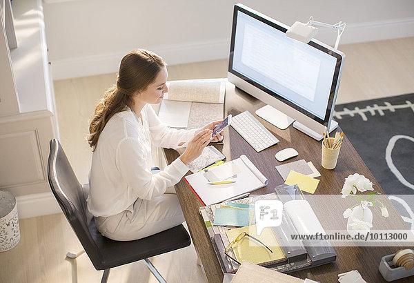 Innenarchitekt Handy Schreibtisch Kurznachricht Innenarchitektin Heimarbeitsplatz