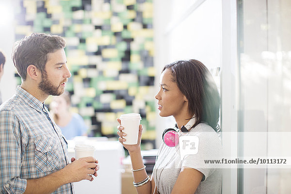 sprechen Mensch Kreativität Büro Menschen Kopfhörer Kaffee Business