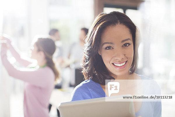 Portrait Geschäftsfrau Tablet PC Hoffnung