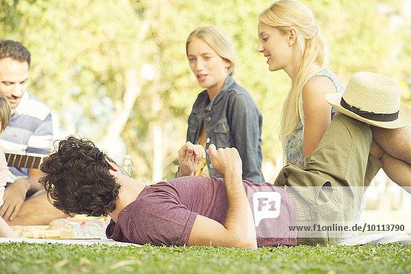 Mann Freundschaft Picknick