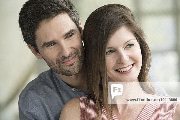 Paar lächelt zusammen  Portrait