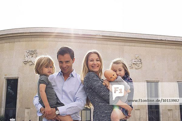 Familie zusammen im Freien  Portrait