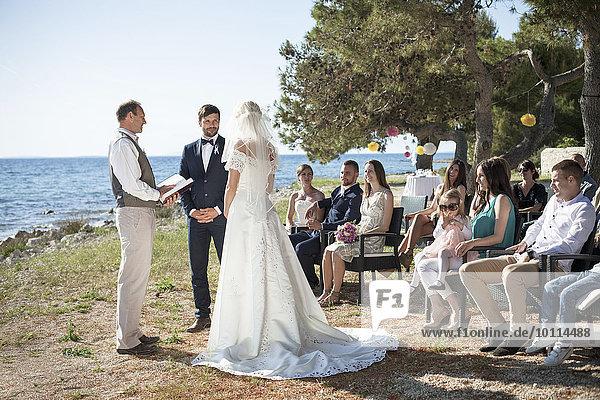 Braut Bräutigam Hochzeit Strand Zeremonie