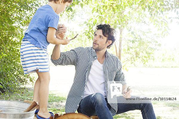 geben Menschlicher Vater Sohn Hilfe