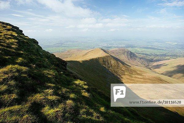 Blick von Pen y Fan  Brecon Beacons  Powys  Wales  UK