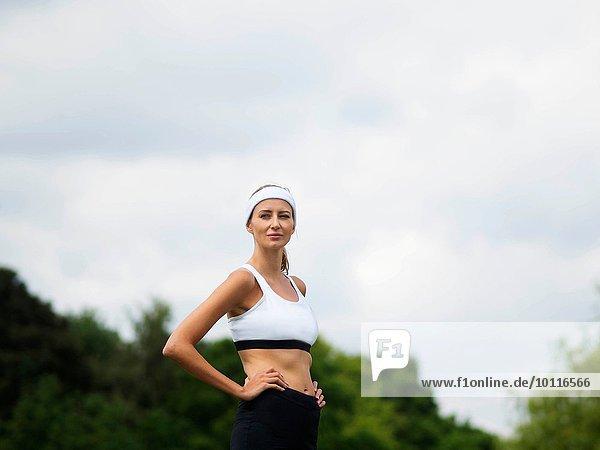 Porträt der Frau im Sporttop