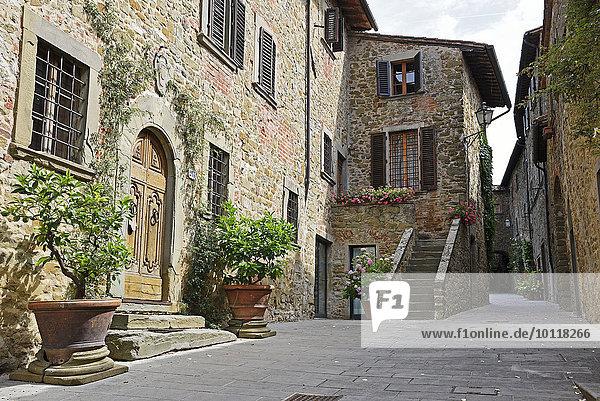 Gasse durch Volpaia  Radda in Chianti  Provinz Siena  Toskana  Italien  Europa