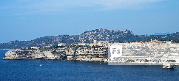 Steilküste  Kreidefelsen  Bonifacio  Korsika  Frankreich  Europa