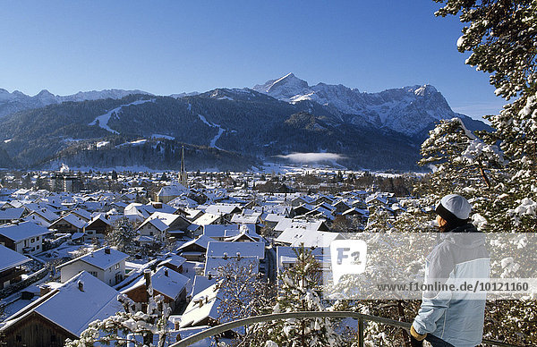 Garmisch-Partenkirchen in winter  Werdenfelser Land  Bayern  Deutschland  Europa