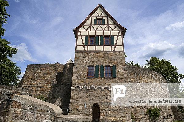 Ehemaliger Wohnturm einer hochmittelalterlichen Reichsburg  wiedererrichtet  Burg Königsberg  Königsberg in Bayern  Unterfranken  Bayern  Deutschland  Europa