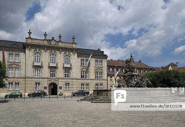 Der Residenzplatz mit dem Markgrafenbrunnen  Bayreuth  Oberfranken  Bayern  Deutschland  Europa