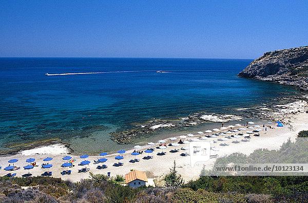 Strandbucht in Faliraki  Rhodos  Dodekanes  Griechenland  Europa