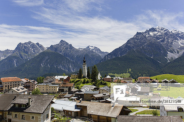 Ftan mit Sesvennagruppe und Lischanagruppe  Piz Lischana  Piz San Jon Dadora  Inntal  Unterengadin  Engadin  Graubünden  Schweiz  Europa