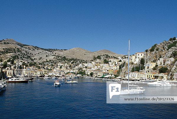 Hafen der Insel Symi bei Rhodos  Dodekanes  Griechenland  Europa