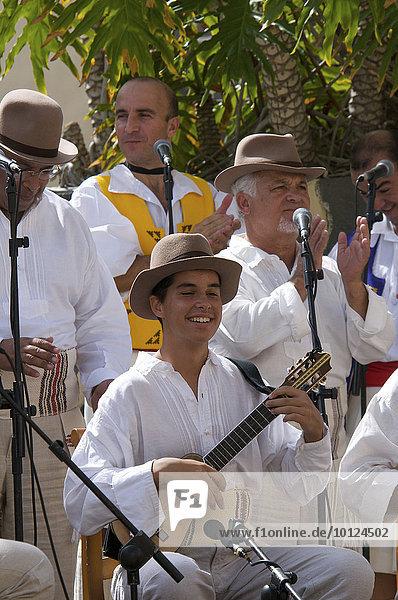 Musiker beim Trachtenfest in Las Palmas  Gran Canaria  Kanarische Inseln  Spanien  Europa