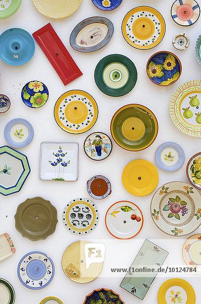 Keramikteller als Souvenirs  Algarve  Portugal  Europa