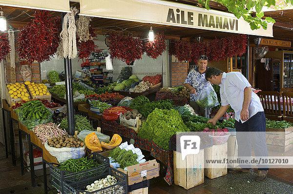 Gemüsestand  Markt von Fethiye  türkische Ägäis  Türkei  Asien