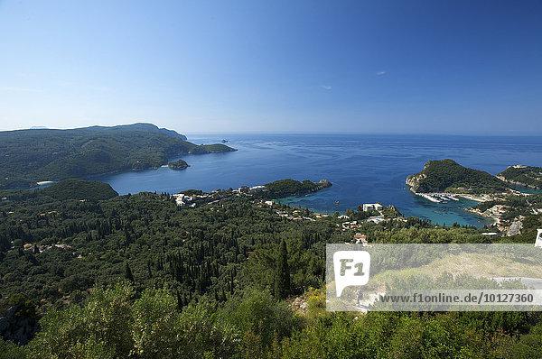 Blick auf die Bucht von Paleokastritsa,  Korfu,  Ionische inseln,  Griechenland,  Europa