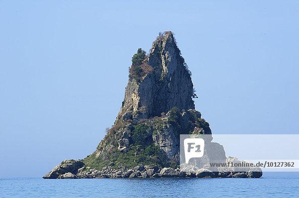 Vorgelagerte Insel am Agios Gordios Strand  Korfu  Ionische Inseln  Griechenland  Europa