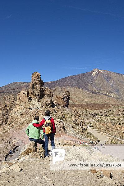 Wanderer  Los Roques im Parque Nacional del Teide  Teneriffa  Kanarische Inseln  Spanien  Europa